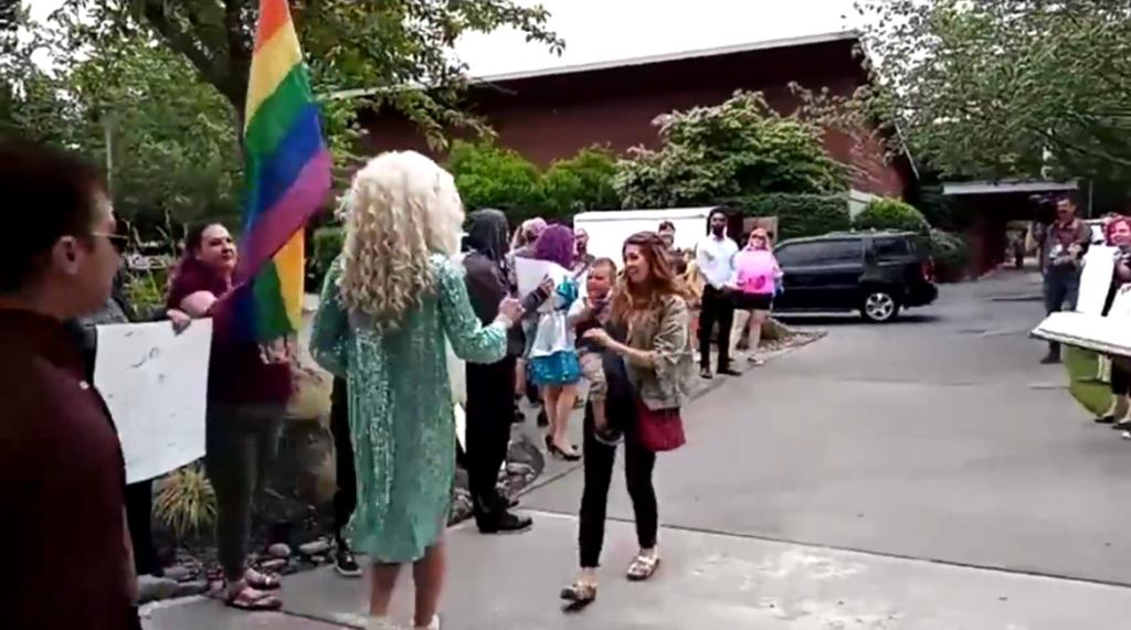 Drag Queen greets kids