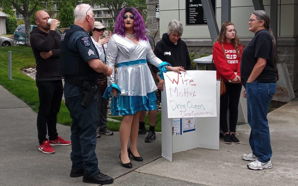 Drag queen obstructs citizen's free speech